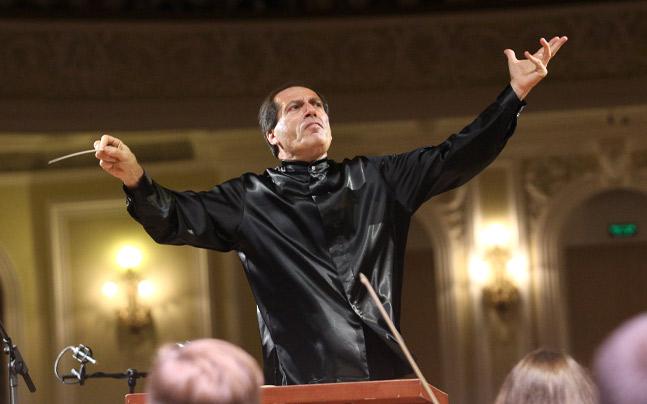 Pavel Kogan conducting orchestra