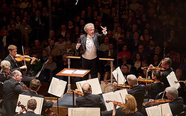 Franz Welser-Most conducting The Cleveland Orchestra members
