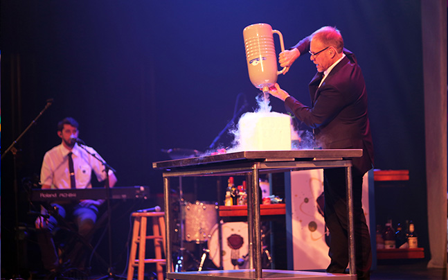 Alton Brown mixing dry ice to drink.